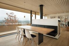 Dining Room Design Idea – Use Built-In Banquette Seating To Save Space Dining Nook, Dining Room Design, Dining Table, Dining Chairs, Modern Interior Design, Interior Architecture, Bright Homes, Banquette Seating, Booth Seating