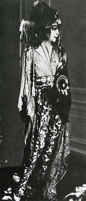 Luisa Casati in 1913 in a couture creation by Paul Poiret.