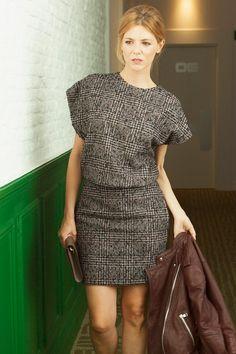 Vestido, de Pedro del Hierro; zapatos, de Rocío Mozo; cartera, de Louis Vuitton; cazadora, de Redskins.