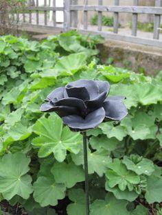 Ceramic roses for the garden. Keramikrosor till trädgården.