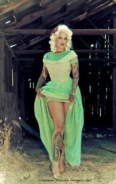 dinfinite:    jonnyninetynine: lourdes quintana x shannon brooke She is gorgeous
