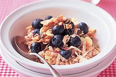 Bircher Muesli: The kids will love this sweet and tasty breakfast idea. Raw Food Recipes, Healthy Dinner Recipes, Vegetarian Recipes, Cooking Recipes, Healthy Breakfasts, Cooking Ideas, Food Ideas, Cute Breakfast Ideas, Breakfast Recipes