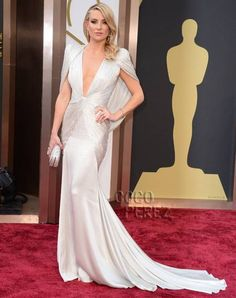 Kate Hudson dress at the oscars last night.. Atelier Versace.. I need it!! BTW Kate has a pilates Body !!! :)
