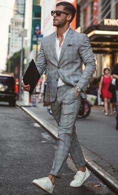 Entdecken Sie die Details, die den Unterschied zum besten Street Style machen, e. Discover the details that make the difference to the best street style, e . Mens Fashion Blog, Mens Fashion Suits, Fashion 2016, Fashion Sale, Fashion Outlet, Paris Fashion, Fashion Fashion, Runway Fashion, Fashion Trends
