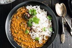 Deze heerlijke Indiase curry met rode linzen is een heerlijke maaltijd voor 's avonds. Een vegetarische variant vol smaken!