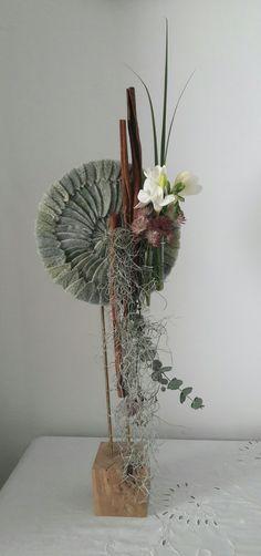 Arte Floral, Deco Floral, Floral Design, Contemporary Flower Arrangements, Floral Arrangements, Flower Show, Flower Art, Cascade Design, Ikebana Sogetsu