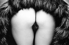 derrière with fur, Paris, 1978 © The Estate of Jeanloup Sieff Jean Loup Sieff, Contemporary Art Forms, Art Of Seduction, Photo Caption, Love And Lust, French Photographers, Wide Angle Lens, Double Take, Black N White