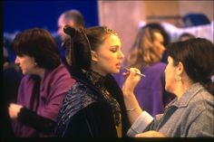 Attack of the Clones - Natalie Portman [Padme Naberrie] behind the scenes Pixar, Star Wars Cast, Star Trek, Star Wars Padme, Queen Amidala, Rian Johnson, Star Wars Costumes, The Phantom Menace, Love Stars