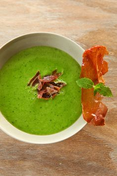 peasoup with mint Healthy Soup Recipes, Snack Recipes, Cooking Recipes, Xmas Dinner, Feel Good Food, Dutch Recipes, Tasty Dishes, No Cook Meals, Easy Meals