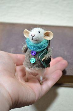 Little Traveler Mouse by feltingdreams on Etsy