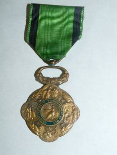 Médaille ancienne dans son coffret / Société Nationale d encouragement au bien