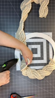 Diy Crafts For Home Decor, Diy Crafts To Do, Rope Crafts, Diy Crafts Hacks, Wreath Crafts, Diy Arts And Crafts, Creative Crafts, Fall Crafts, Holiday Crafts