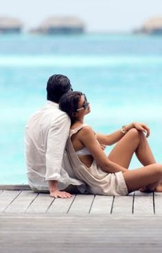 A romantic couple at Maldives Rangali Island Resort. Maldives Honeymoon Package, Honeymoon Packages, Top Knot Men, Maldives Holidays, Visit Maldives, Honeymoon Places, Island Resort, Love Can, Ultimate Travel