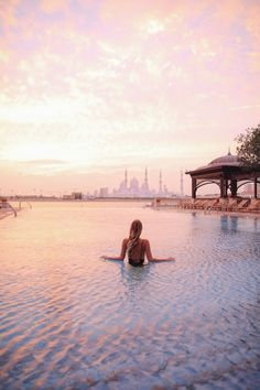 Pool time with a view on the Sheikh Zayed Grand Mosque at the Shangri La I Abu Dhabi