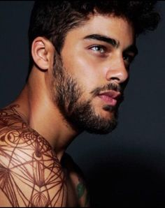 Los 200 mejores tatuajes del mundo en 2019 (The most beautiful tattoos in the world) Beautiful Men Faces, Most Beautiful Man, Gorgeous Men, Mexican Men, Furry Boots, Sexy Beard, Male Makeup, Beard Styles For Men, Kissable Lips