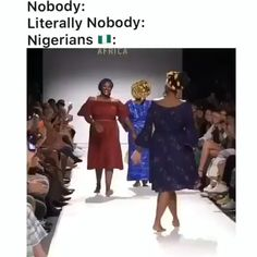 This the kind of runway me I dey want to rock on! Designers call me for booking ooooo ! Funny Black Memes, Stupid Funny Memes, Funny Relatable Memes, Funny Laugh, Dance Choreography Videos, Dance Videos, Funny Video Memes, Videos Funny, Afro Dance