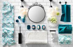 Eine Collage von Badezimmeraccessoires, Beleuchtung und Textilien auf grauem Untergrund, u. a. VITEMÖLLA Deckenleuchte aus Metall und Glas und INGEBORG Badetuch in Weiß/Türkis