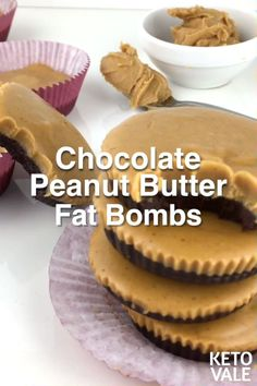 Looking for a sugar free and low carb snack? Try these keto Chocolate Peanut Butter Fat Bombs! #ketosnacks #lowcarbsnacks #sugarfree #lowcarb #keto #ketodiet Desserts Sains, Low Carb Desserts, Low Carb Recipes, Dessert Recipes, Pb2 Recipes, Carb Free Snacks, Vegetarian Recipes, Dinner Recipes, Low Carb Sweets