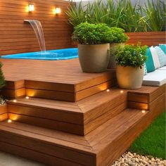 Check out tips to have a swimming pool with deck on your house and be inspired with several projects to take advantage of the hot weather. Hot Tub Deck, Hot Tub Backyard, Small Backyard Pools, Backyard Pool Designs, Swimming Pools Backyard, Pool Decks, Backyard Patio, Backyard Landscaping, Jacuzzi Outdoor Hot Tubs