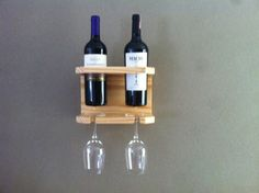 Suporte para 2 vinhos e taças Mais Wine Glass Rack, Wine Rack Wall, Glow Table, Wine Gadgets, Wine Rack Design, Wine Rack Plans, Wine Caddy, Rustic Wine Racks, Pallet Wine