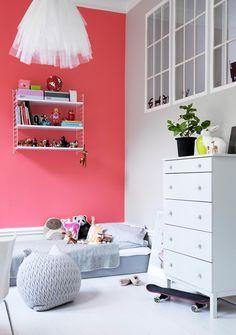 bright wall + string shelf