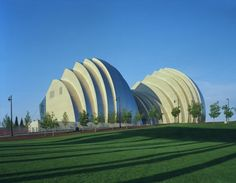 Kauffman Center for the Performing Arts - Kansas City, United States     A project by: Safdie Architects