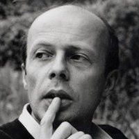 Bestseller-Roman »Das Parfum – Die Geschichte eines Mörders« wurde 1985 veröffentlicht. Die Geschichte spielt in Frankreich und handelt von Jean-Baptiste Grenouille, der keinen eigenen Körpergeruch hat, jedoch mit einem ausgeprägtem Geruchssinn auf die Welt kommt und für die Herstellung eines außergewöhnlichen Duftes zum  Das Parfum - Patrick Süskind - Inhaltsangabe https://www.inhaltsangabe.de/sueskind/das-parfum/