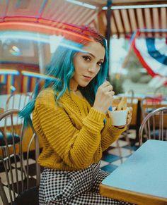 Nicki and gabby Retro Photography, Portrait Photography, Photography Aesthetic, Photography Projects, Niki Demartino Instagram, Pix Art, Photoshoot Inspiration, Aesthetic Photo, Selfie