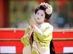 https://flic.kr/p/Gs7cGL | Maiko | Traditional dance by Maiko ladies in Kyoto. It is very popular among civil of Kyoto, and also visitors. Located : Heian Jingu Shrine, Kyoto. 京都 / 平安神宮