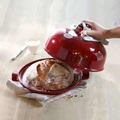 Jednou až budu mít velkou kuchyni se spoustou úložného místa na speciální litinový hrnec na pečení chleba. Tak toto opravdu budu chtít.