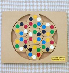 pixels - Autumn Tutorial and Ideas Wooden Board Games, Wood Games, Diy And Crafts, Crafts For Kids, Paper Crafts, Wessel, Wooden Words, Cardboard Toys, Woodworking Toys