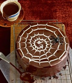 Halloween Spider Cake with Chocolate Glaze Halloween Desserts, Halloween Cupcakes, Dulces Halloween, Pasteles Halloween, Bolo Halloween, Halloween Treats For Kids, Halloween Tags, Holidays Halloween, Holiday Treats
