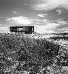 Erected right on the dunes in Long Island, Richard Meier's 1961 Lambert House is an early example of the modern prefab typology.  Courtesy of: Richard Meier & Partners Architects.