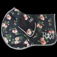 Ready To Ride Equestrian Horse Saddle Pads, Dressage Saddle, Horse Saddles, Horse Halters, Saddle Rack, Western Horse Tack, My Horse, Western Saddles, Horse Tips