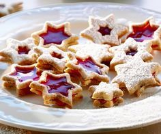 Glühwein-Plätzchen – so geht's Recette: biscuits au vin chaud Wine Cookies, Xmas Cookies, Best Dinner Recipes, Sweet Recipes, Biscuits, Beef Wellington Recipe, Bon Dessert, Galletas Cookies, Mulled Wine
