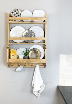 """DIY Plate Rack """"A plate rack with a unique design."""" I am super excited about sharing this build. This DIY plate rack has been on my long list of """"things I need to b. Reclaimed Wood Projects, Diy Wood Projects, Furniture Projects, Diy Furniture, Silver Furniture, Furniture Websites, Handmade Furniture, Unique Furniture, Handmade Home Decor"""