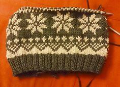 Knit a hat in Norwegian pattern – Best Knitting 2020 Knitted Headband, Knitted Hats, Double Knitting Patterns, Knit Cowl, Knit Or Crochet, Knitting Socks, Knitting Projects, Beanie, Ravelry