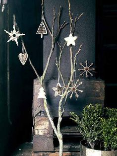 Christmas Decoration Ideas, Nordic Design Inspirations for Eco Friendly Christmas Decor Best Christmas Tree Decorations, Scandinavian Christmas Decorations, Cool Christmas Trees, Nordic Christmas, Noel Christmas, Simple Christmas, Christmas Crafts, Christmas Ornaments, Wooden Ornaments