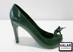 12-shoes-for-12-lovers-by-sebastian-errazuriz-designboom-green