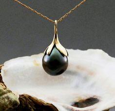 Rajani Tahitian pearl pendant warm charcoal pearl by LusterWear - Pearl Jewelry Jewelry Box, Jewelry Accessories, Fine Jewelry, Jewelry Necklaces, Jewelry Design, Wedding Accessories, Gold Jewellery, Wedding Jewelry, Bracelets