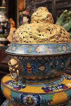 Vintage 1950s Chinese Cloisonne Gold Plated Dragon Oval Box Foo Dog Ha – Asian Style Furnishing