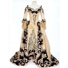 Anna Karenina costume ❤ liked on Polyvore featuring costumes, dresses, gowns, medieval, long dress and costume