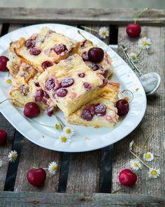 Puddingkuchen mit Kirschen