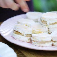 Como Fazer Bem Casado Wedding Desserts, Feta, Camembert Cheese, Mousse, Dairy, Food And Drink, Cookies, Cake, Delicious Desserts
