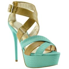 ROXEE is my new perfect summer sandal. I love the color!