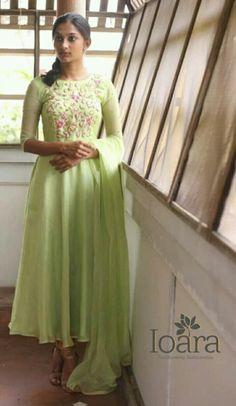 Anarkali Frock, Designer Anarkali Dresses, Salwar Dress, Black Anarkali, Anarkali Churidar, Salwar Suits, Indian Attire, Indian Outfits, Kurtha Designs