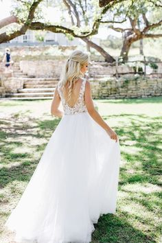 Feminine and delicate Casablanca Bria wedding gown that is STUNNING and great for your outdoor garden wedding ceremony and reception. Shop this used wedding dress in good condition and save 64%!  #SaveMoneyOnWeddingDresses #CasablancaBridal #UsedWeddingDresses #PreLovedWeddingDresses