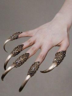 Fingernail Weapons - What the crap.... Oooooo.