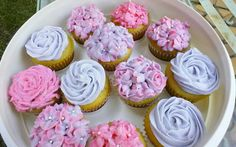 Perfect Vanilla Cupcakes with creamy buttercream.            Perfect Vanilla Cupcakes with creamy frosting decorated with spring flowers.
