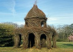 Living Tree Artwork   ... : Patrick Dougherty's Mind-Blowing Nest Houses Made of Living Tr